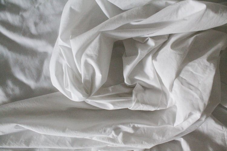 How to Keep Sheets On Your Bed