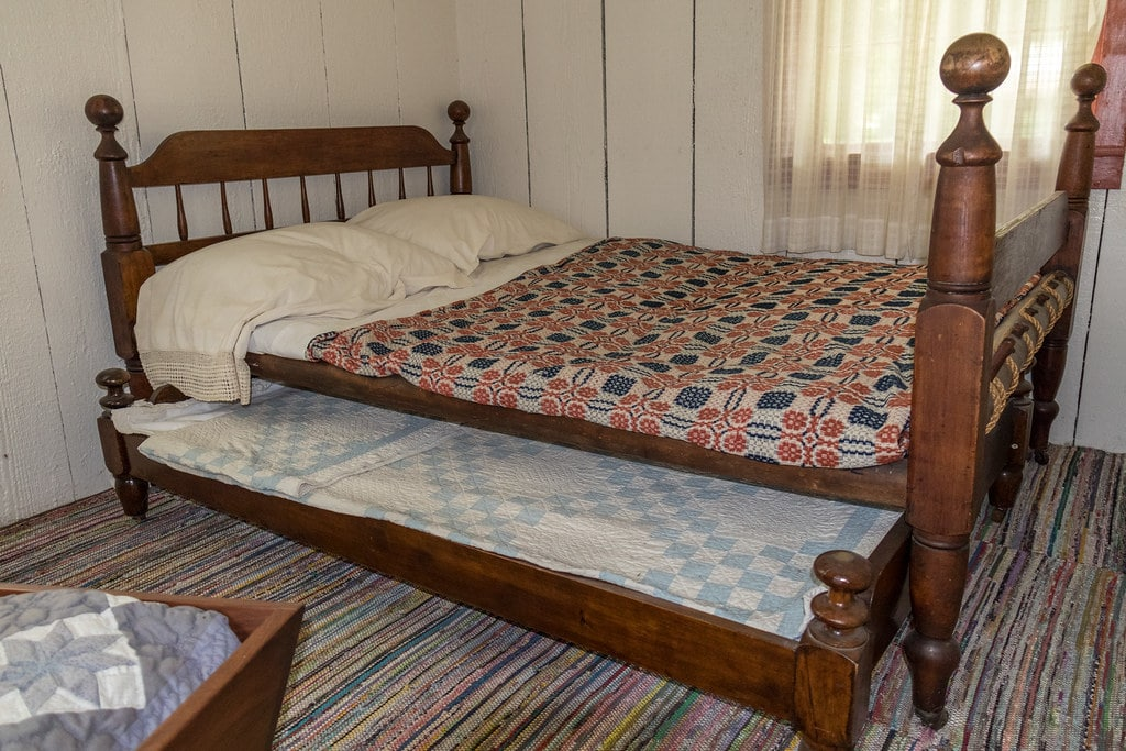 what is a trundle bed